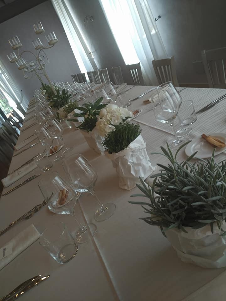 tavola-reale-sala-glicine.jpg
