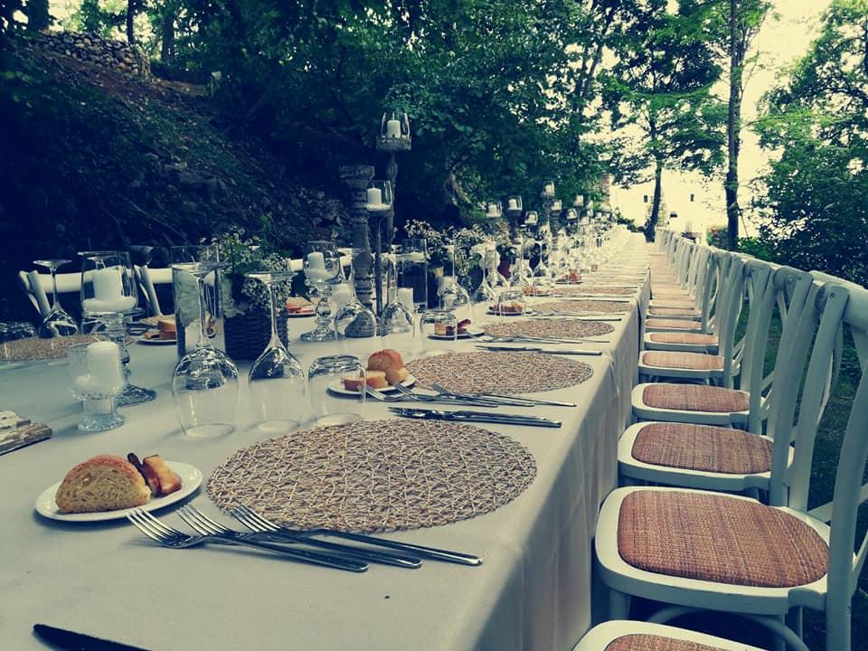 tavolata-matrimonio-in-giardino.jpg